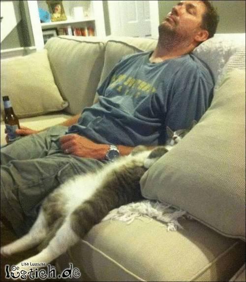Auf dem Sofa einschlafen