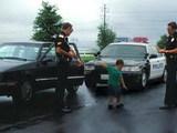 Prüfende Polizisten
