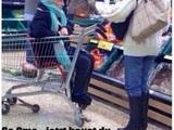 Oma im Supermarkt