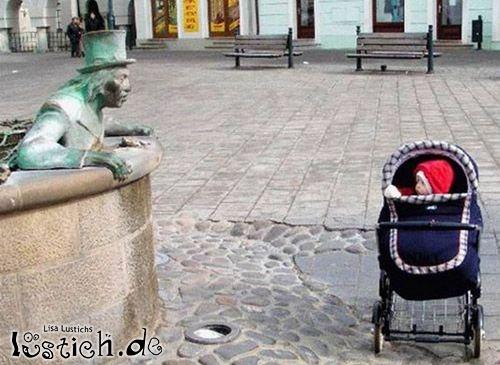 Das Kind und die Statue