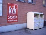 Kik-Anlieferung über Altkleiderbox