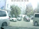 Zwei Frauen parken